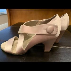 Aerosoles Gorgeous & Comfy cream Shimmer Heels